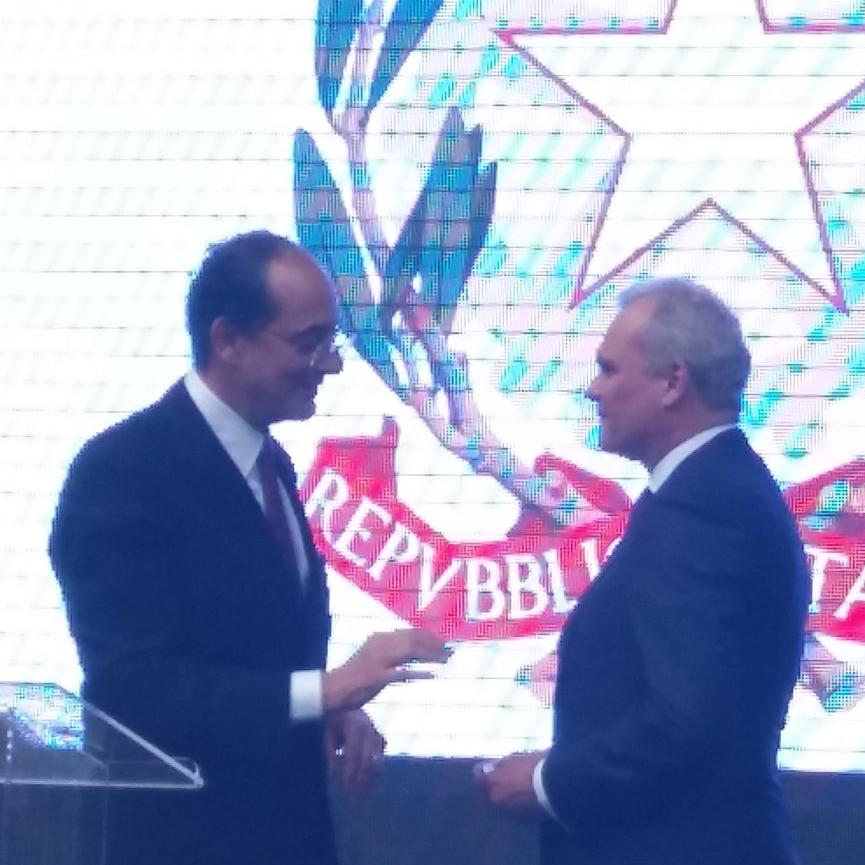 Prof. Carlo Greco condecorado com a Ordem da Estrela de Itália.